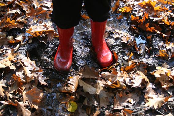 Spelen met en in de modder In modder stampen IMG_3440