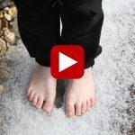 Loop eens op blote voeten door de sneeuw!