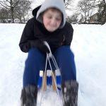 Ga sleetje rijden in de sneeuw