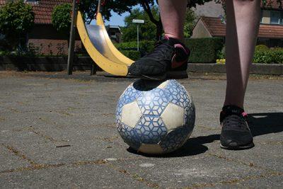 Voetballen op het pleintje